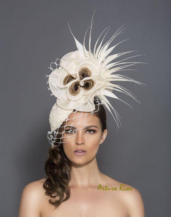 Fascinator crema e marrone cappello del kentucky derby