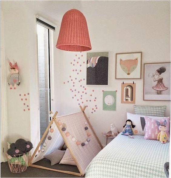 babyzimmer ideen babybettchen himmel spielsachen elefant kronleuchter