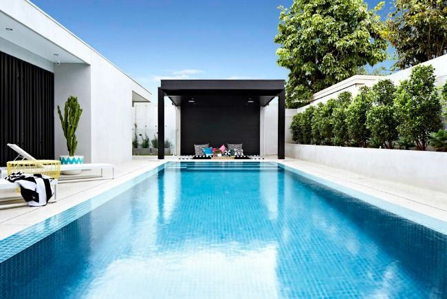 Modern outdoor pool and living via rebecca judd loves for Swimming pool cabanas