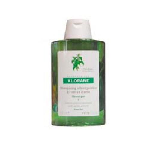 Klorane Shampoo Ortiga  - 200Ml (Shp Ortie) Con propiedades seborreguladoras que devuelve la flexibilidad y ligereza a los cabellos con tendencia grasa. Reequilibra las secreciones de las glándulas sebáceas y retarda la migración del sebo a lo largo del tallo piloso.