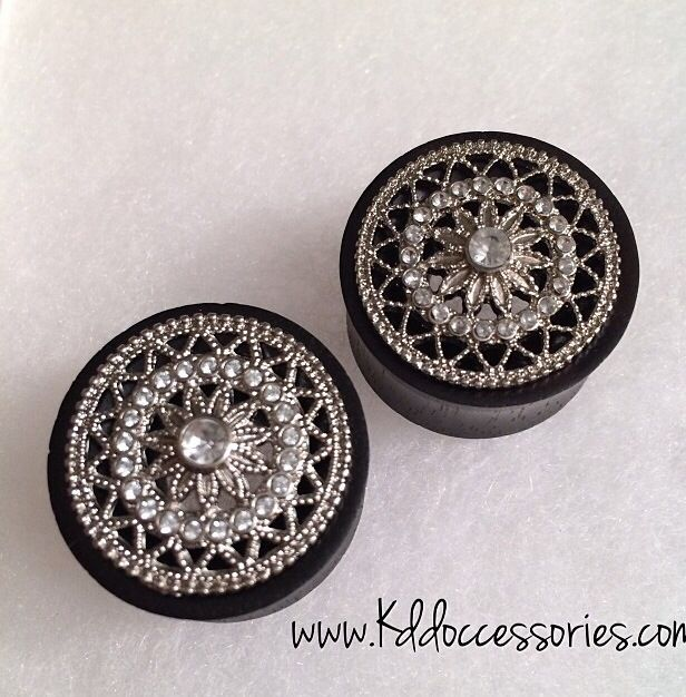 Pretty girly gauges. Plugs.
