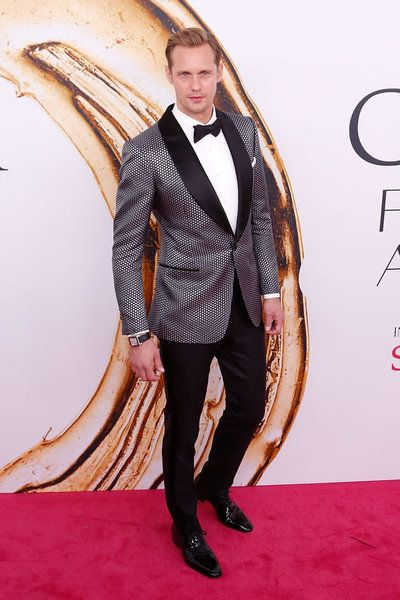 Alexander Skarsgård,Dominic Cooper, Remi Malek oAsier Etxeandia han sido algunos de los caballeros más acertados de esta semana. Analizamos las alfombras rojas de 'Buscando a...