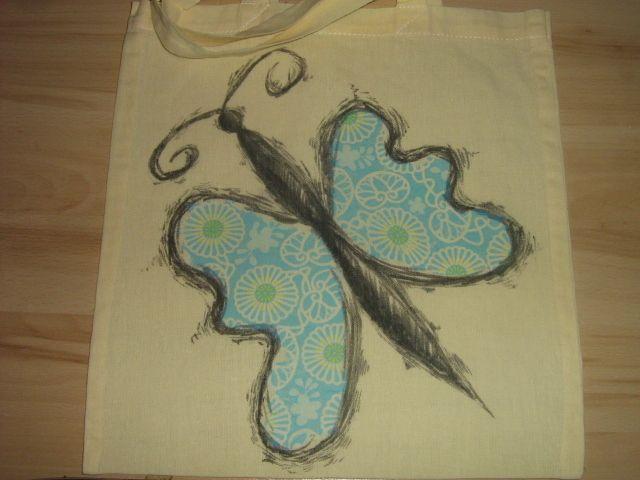 Siateczka zdobiona metodą decoupage na tkaninie, kontur rysowany pisakiem do tkanin.