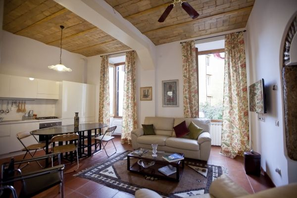 Rome, Italy Vacation Rental, 1 bed, 1 bath, kitchen with WIFI in Trastevere. Thousands of photos and unbiased customer reviews, Enjoy a great Rome apartment rental perfect for your next holiday. Book online!