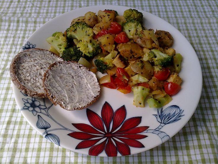 Pyttipanna / Punavihreä pyttipannu (vegan, gluten-free / vegaaninen, gluteeniton)