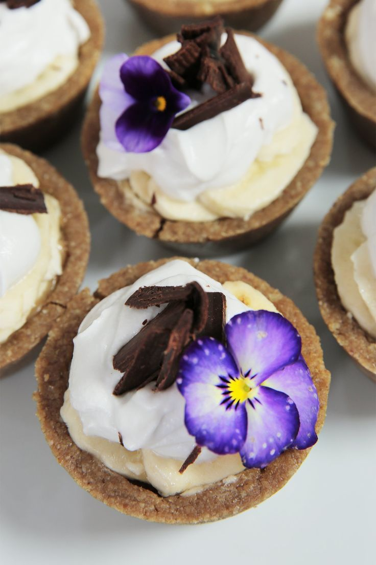 Banoffee Pie is always a favourite, and this healthy version tastes just as good as the original, without leaving you feeling heavy or bloated afterwards. Healthy, low sugar, and delicious!