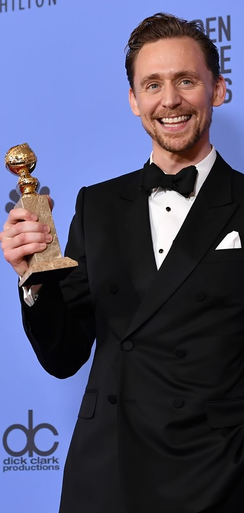 Tom Hiddleston poses in the press room after winning the Best Performance by an Actor in a Limited Series or a Motion Picture made for Television at the 74th Annual Golden Globe Awards held at the Beverly Hilton Hotel on January 8, 2017. Source: Torrilla. Full size image: http://ww4.sinaimg.cn/large/6e14d388ly1fbk7ww5polj22342me4qp.jpg