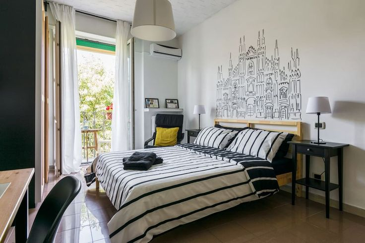 Квартира в Милан, Италия. Experience sleeping in the Duomo room with a cozy blooming balcony, private bathroom, daily breakfast & friendly hospitality ! Your bathroom is for your exclusive use alone (my girlfriend and I have a separate one) and shampoo+conditioner, shower ...