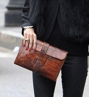 Hermes Clutch <3 #brownleather #blackshirt #blackjeans