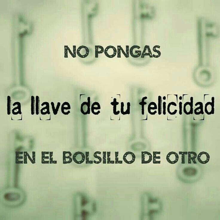 No pongas la llave de tu felicidad en el bolsillo de otro. (pineado por @PabloCoraje) #Citas #Frases #Quotes #Love #Amor