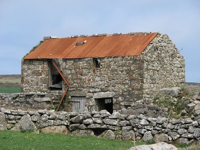 Barn at Men an tol by Mike.Camborne, source: Søren Vester