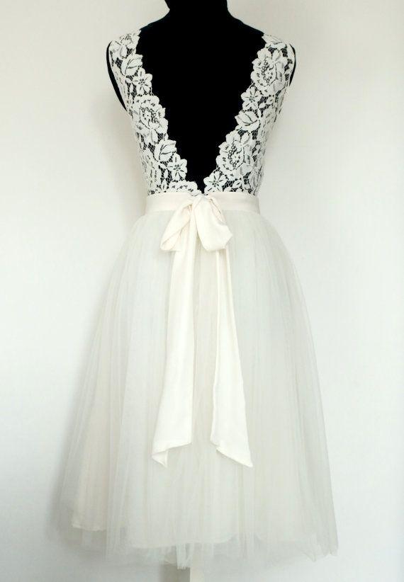 Robe de mariée courte en dentelle et tulle par FaithCauvain sur Etsy