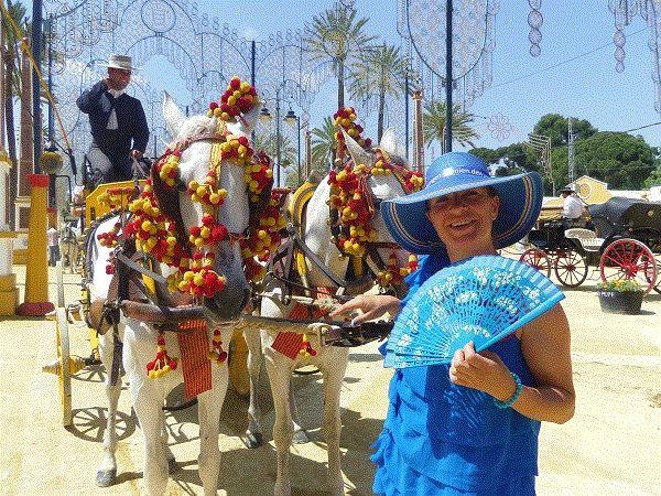 Come on a ride across the fair ground at the Feria de Jerez. http://www.ferienwohnungen-spanien.de/Costa-de-la-Luz/artikel/pferde-und-sherry-ein-fest-der-sinne-auf-der-feria-in-jerez
