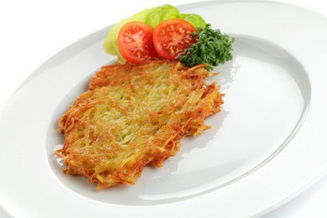 Das Rezept für Schweizer Rösti sind wie Kartoffelpuffer, auch im Geschmack gibt es kaum unterschiede. Knusprig gut!