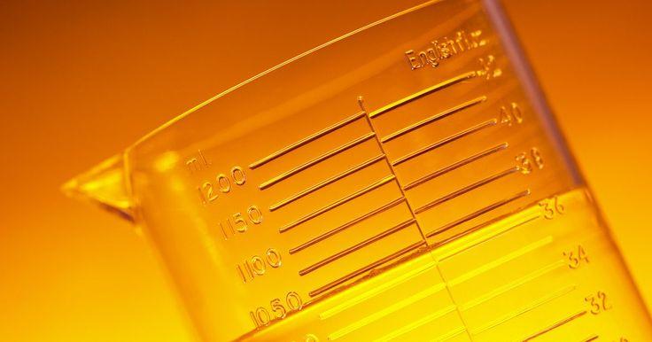 ¿Por qué la densidad es una propiedad física tan importante?. La densidad es una propiedad de la materia que describe cuán compactada está una substancia. Para determinar la densidad, averigua la masa o el peso de la substancia y calcula el volumen que ocupa, luego divide la masa por el volumen. En los círculos científicos, el resultado se expresa en gramos por milímetros para líquidos y, para sólidos, en ...