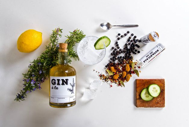 "DIY-Kit zum Destillieren ""Mach Deinen eigenen Gin"" / DIY-kit to distill your own gin by Gentleman's Needs via DaWanda.com"