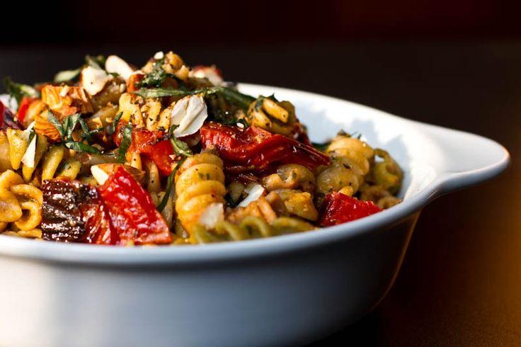 Roasted Tomato Basil Pesto Pasta #Unptretentious #Bonnievalewines