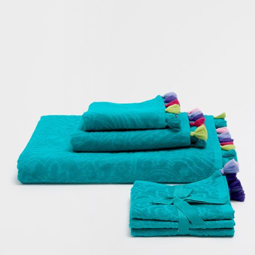 Image of the product BLUE VELVET COTTON TOWELS WITH POMPOMS