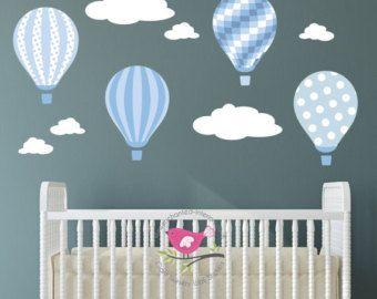 Decalcomania di aerostato di aria calda. Baby blue e grigio adesivi murali di scuola materna. Nuvole bianche. Ragazzi arredamento camera da letto. Regalo del bambino. Pois, righe, controlli
