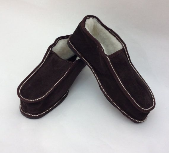 Brown genuine shearling slippers for men. by BeFur on Etsy, €21.50