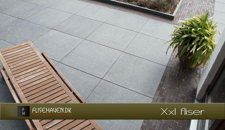 Store udendørs fliser i natursten til terrasse, kontoret og i haven uderm