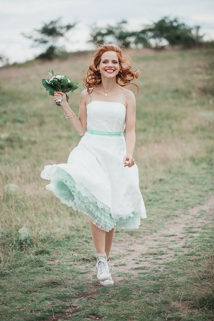 Hipsterhochzeit Erfurt / Brautkleid / Chucks / Türkis / Brautschmuck / Brautoutfit / Inspiration Alternative / Wedding / Bride / Weddingdress