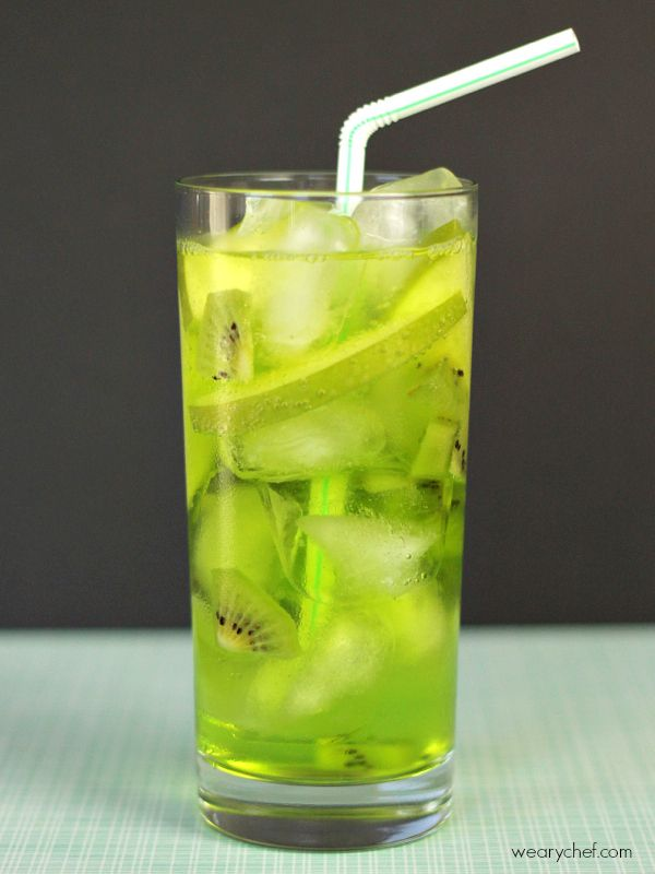 "Green Fizz Midori Cocktail 1 kiwi, peeled and cut into ¼"" slices ½ cored green apple, cut into ¼"" slices 2 oz. Midori (melon liqueur) 2 oz. vodka 6-8 oz. seltzer water"