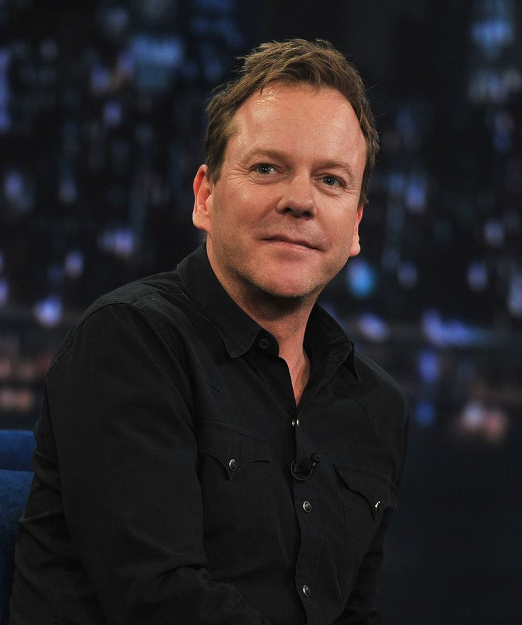 """Kiefer Sutherland Photos Photos - Kiefer Sutherland visits """"Late Night with Jimmy Fallon"""" at Rockefeller Center on March 21, 2011 in New York City. - Celebrities Visit """"Late Night With Jimmy Fallon"""" - March 21, 2011"""