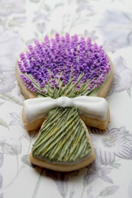 Lavender cookies made by a talented cookie maker...so pretty.: Cake, Idea, Sugar Cookies, Sweet, Lavender Cookies, Decorated Cookies, Flower, Bouquet Cookie