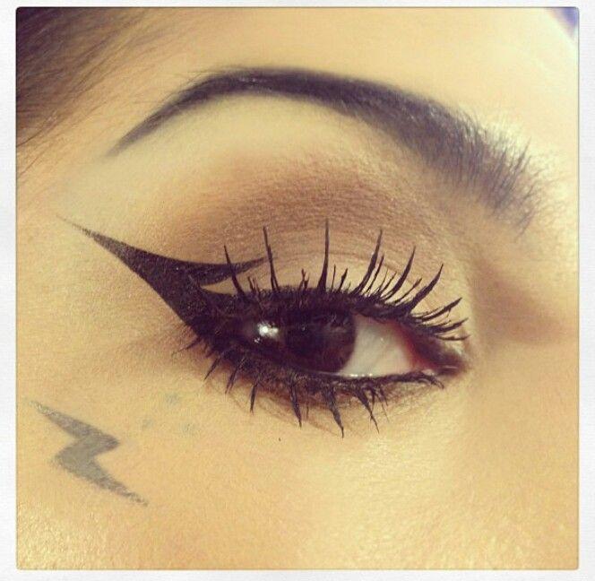 Kat Von D makeup, extreme cateye.