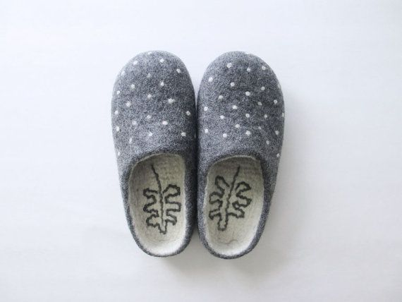 Women Men felted wool polka dot slippers, wool clogs, 100% natural eco friendly slippers, natural wool, felted house shoes