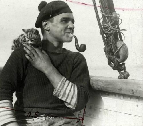 Picture of a sailor and a kitten, circa1912 (via holdthisphoto.tumblr.com)