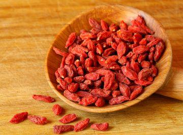 Mucize meyve goji berry ile vücudunuzun tüm vitamin ve antioksidan ihtiyacını karşılayacaksınız. Goji berry ülkemizde kurt üzümü olarak bilinmektedir.
