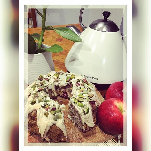 Another baking success! ☺️ this is a Spiced Apple & Raspberry Bundt tea cake with a vegan cream cheese frosting. It is #vegan #glutenfree #eggfree #dairyfree and using natural #organic ingredients!  tastes delicious .... I had 2 little slices couldn't stop at one lol  ANYWAY.... Recipe up soon   #motivation #inspiration #workout #gym #nutrition #foodie #health #healthy #instafood #baking #cooking #healthybaking #bundt #teacake #cake #fitness #paleo #keto #superfood #recipe #deliciou...