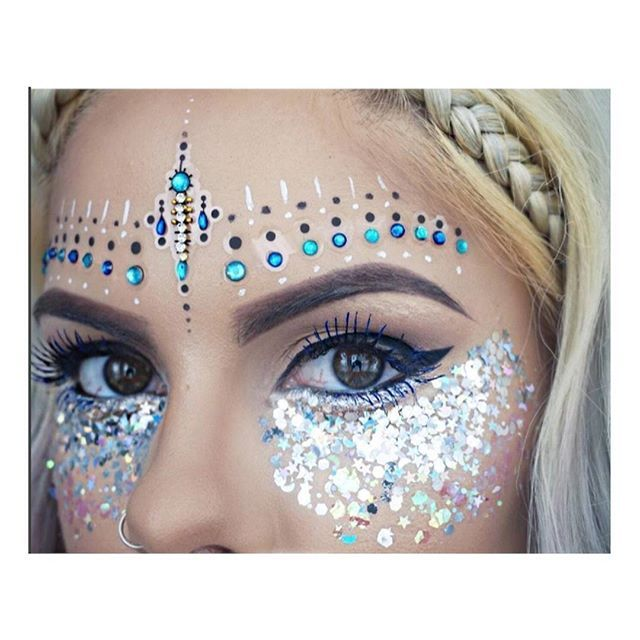 ✨ Look a fleek of nature ✨ in our 'In Your Dreams Face Jewels'! The perfect festival makeup  @sophiehannahrichardson #beauty #summerslayin #goals