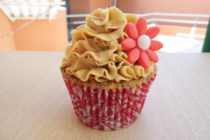 """Cupcake con Buttercream de """"Gofio Canario"""".    www.monicacupcakes.blogspot.com"""
