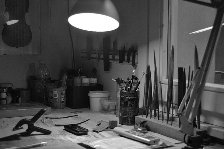 Il laboratorio di marco Minnozzi, liutaio e artigiano di Ravenna.