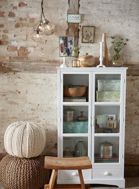 Hübsch is een uniek Deens woonlabel. De Scandinavische soberheid, de natuurlijke, stoere materialen en de mooie naturel en dromerige poedertinten dragen bij aan de herkenbare stijl.