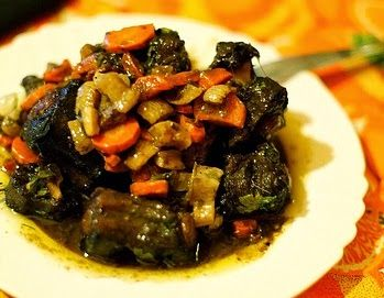 Umsila Wenkomo means Oxtail Stew in the Xhosa (Koh-Suh) language. Nelson Mandela was of the Xhosa people and Umsila Wenkomo aka Oxtail Stew was one of his favorite meals.