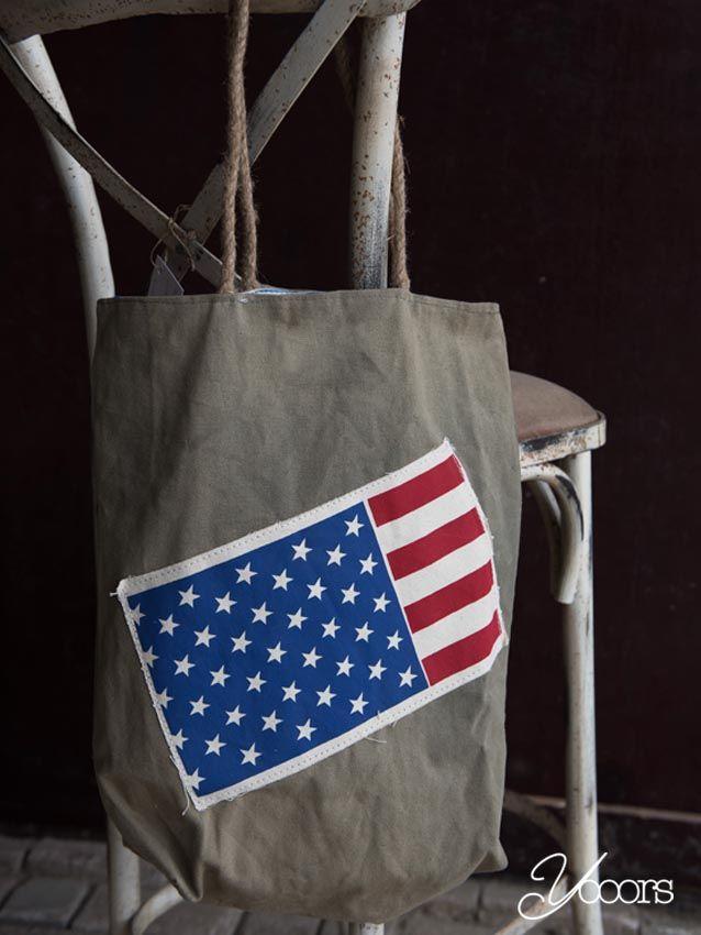 """TAS """"Amerikaanse vlag"""" -- Aangeboden door yooors.nl. ---- Fairtrade (schouder-) tas met opdruk van de Amerikaanse vlag. De hengsels zijn van touw."""