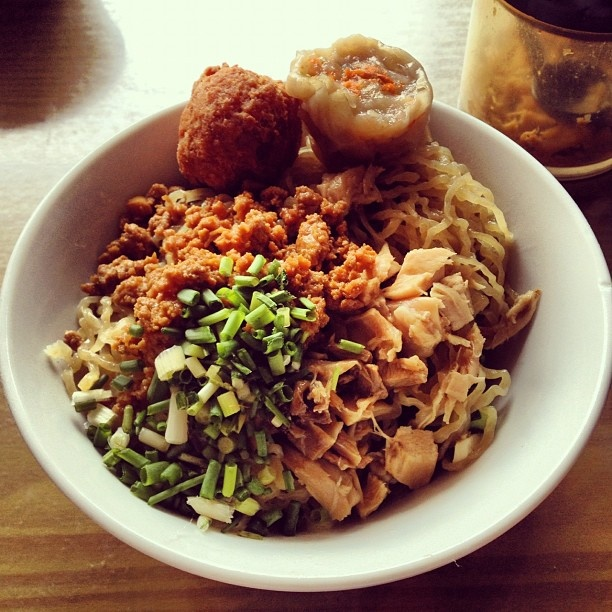 Bakmi acong duta garden. #kuliner bakmi #jakarta mmg byk tambahan ada bakso goreng,ada siomay, chai po.