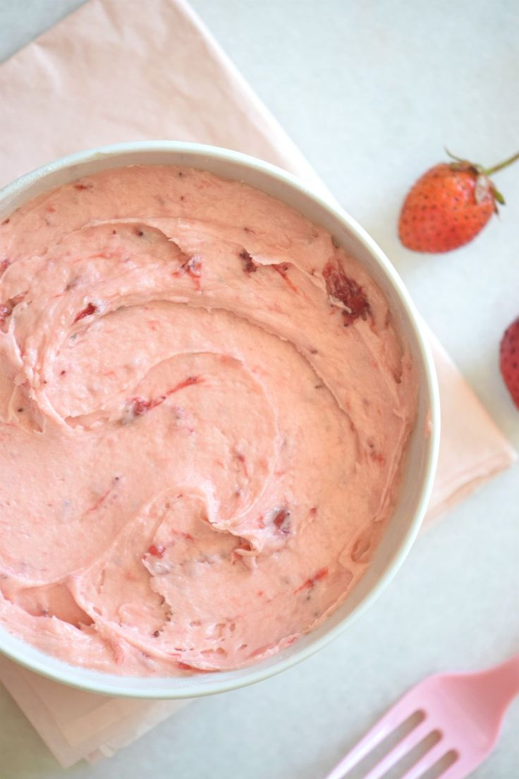 Mind Blowing Strawberry Frosting Recipe. Also, substitutions to make a vegan strawberry frosting! Great as dips, to frost cupcakes or to decorate cakes! | carmelapop.com