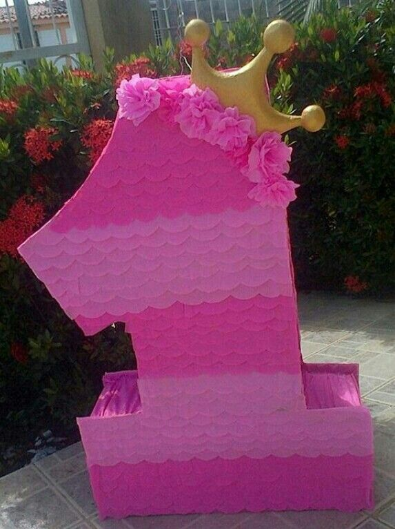 Piñata número 1 con corona princesa