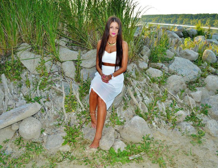 V E J R A : Total white - midi skirt