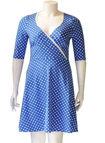 Blå plus size kjole med prikker #retrodress #modernretro #plussize #fashion