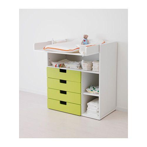 STUVA Pelenkázóasztal IKEA Praktikus tároló, mely kéznél van; egyik kezeddel mindig foghatod a kisbabát.