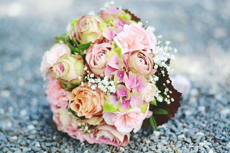 5 ventajas de los ramos de novia de flores artificiales - http://www.efeblog.com/5-ventajas-de-los-ramos-de-novia-de-flores-artificiales-19759/  #Novias #Decoración