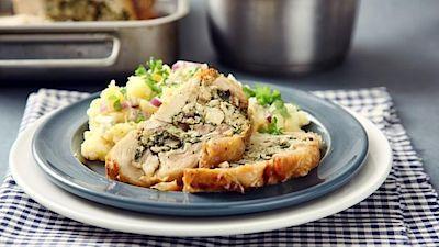 Kuřecí roláda s bylinkovou nádivkou a štouchanými bramborami