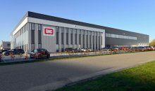 Referentiefoto van de turn-key nieuwbouw van een bedrijfshal met kantoor in Raamsdonksveer. Het pand is onder meer voorzien van een kraanbaan.