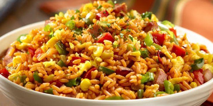 Te encanta el Arroz Chino, pero no lo comes en cualquier lugar por los rumores del aseo en la cocina. No hay que ponerse triste, hoy aprenderás como hacerlo y podrá hasta montar un local de comida china. Si visitamos un Restaurant nos daremos cuenta que existen varios tipos de arroz chino, arroz con
